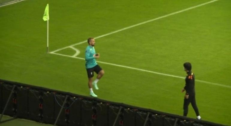 Everton Ribeiro no treino da Seleção