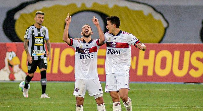 Everton Ribeiro comemora gol que deu a vitória ao Flamengo no clássico