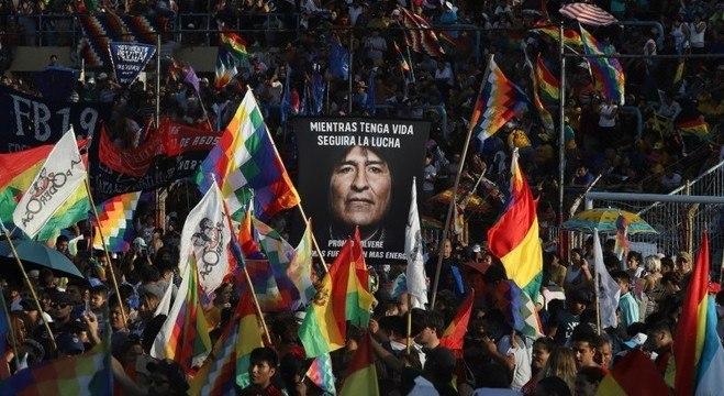 Manifestantes exigem que as eleições sejam feitas no dia 6 de setembro