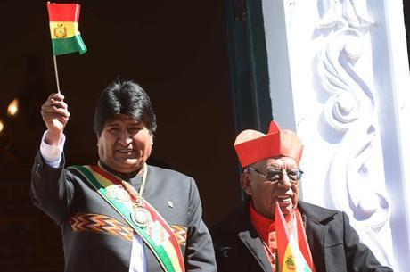 Evo Morales com a faixa e a medalha presidenciais