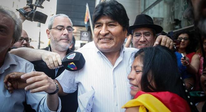 Evo Morales está impedido de concorrer nas eleições por não morar mais no país