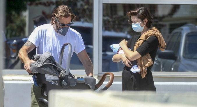 Ewan McGregor e Mary Elizabeth Winstead foram vistos com o pequeno Laurie