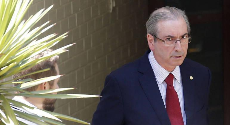 Eduardo Cunha saindo de sua residência oficial em Brasília, após ação de busca e apreensão da PF, em 2015