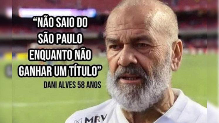 Ex-líder do Brasileirão, o São Paulo chegou no último sábado à quinta partida consecutiva sem vitória e vê as esperanças pelo título diminuírem. Após o empate contra o Coritiba, o Tricolor acabou virando mais uma vez piada nas redes sociais. Veja na galeria!