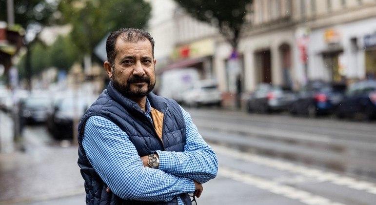 Sayed Sadaat trabalha 10 horas por dia entregando comida de bicicleta na Alemanha