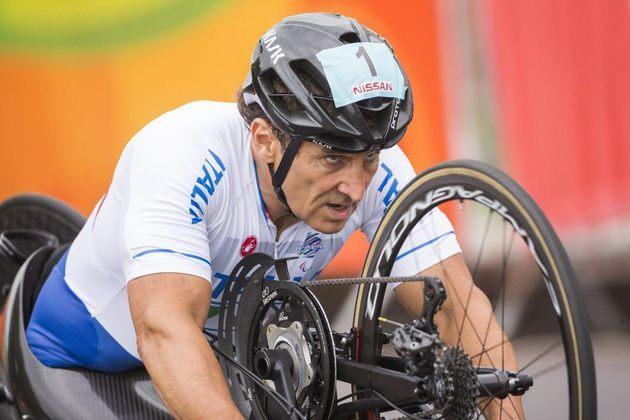 Ex-piloto de Fórmula 1 e da Fórmula Indy, o italiano Alessandro Zanardi sofreu um grave acidente em uma corrida em 2001, mas voltou para os esportes e se tornou atleta de paraciclismo, modalidade que lhe rendeu três medalhas na Rio-2016.