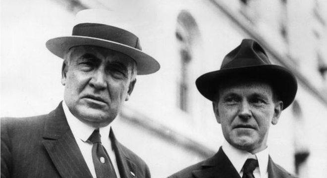 Warren G. Harding (esq.) foi o 29º presidente dos EUA, entre 1921 e 1923