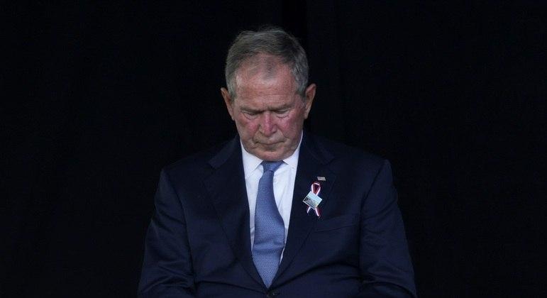 Ex-presidente George W Bush durante homenagens às vitimas na Pensilvânia no 11/09