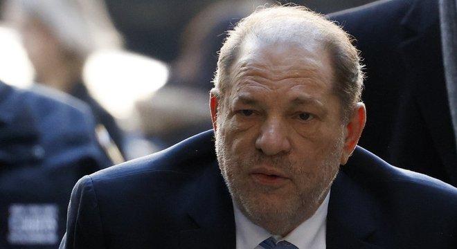 Ex-todo-poderoso de Hollywood, Harvey Weinstein, foi considerado culpado