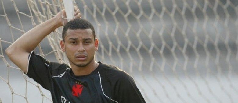 Ex-Vasco, Valdiram já foi detido três vezes. Em duas delas, o ex-atacante foi acusado de estupro.