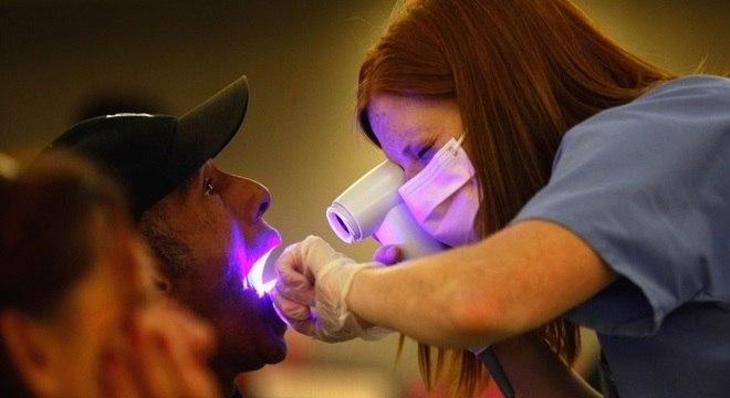 Exames para prevenção do câncer de boca devem ser feitos a cada dois anos