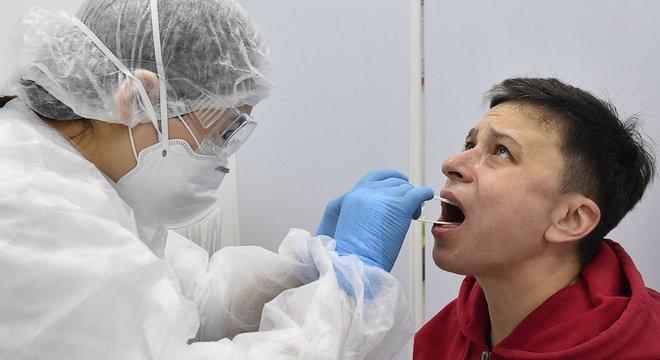 Células mortas expelidas do pulmão fazem exames darem positivo mais de uma vez