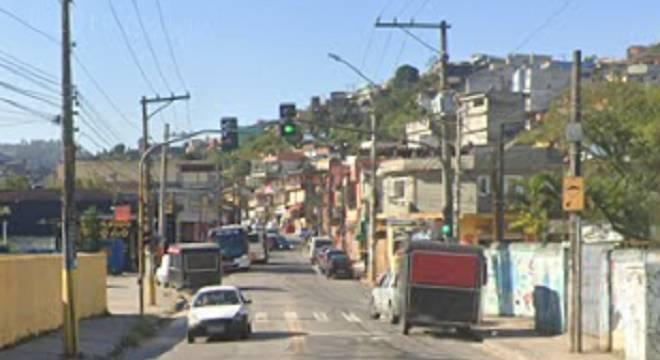 Vítima foi cercada em um semáforo na avenida Dona Benedita Franca da Veiga