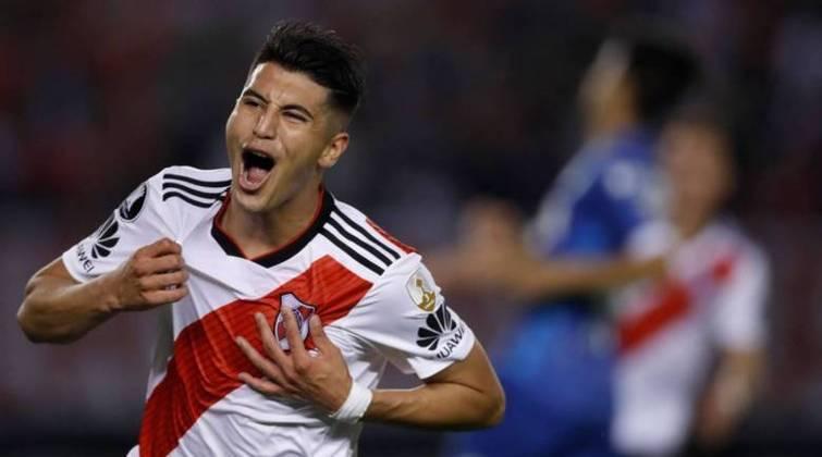 Exequiel Palacios, que acabou de completar 22 anos, atua como meio-campista no Bayer Leverkusen, com contrato até 2025. Sua carreira começou no River Plate, pelo qual detém três títulos: Libertadores, Recopa Sul-Americana e Copa Argentina. Vale 18 milhões de euros (R$ 117,7 milhões).