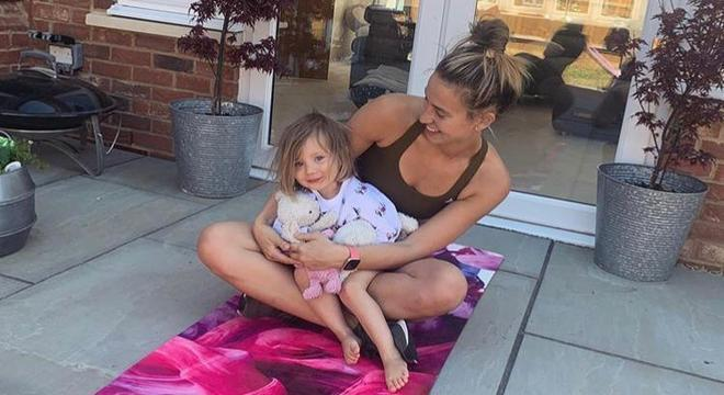 Ferne e sua filha Sunday de 2 anos