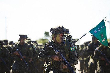 Exército vai realizar concurso para 445 vagas de cadete - Notícias ... 13298b42411