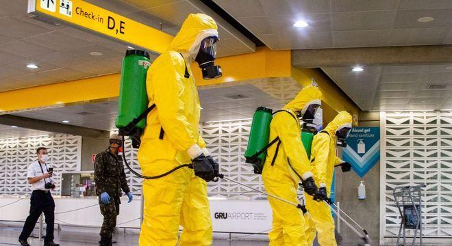 Limpezas pelo Exército Brasileiro  são recorrentes no Aeroporto de Guarulhos