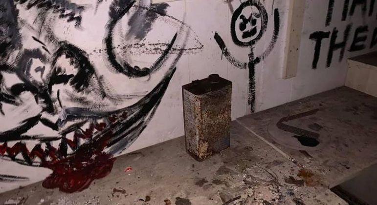 Abrigo subterrâneo está repleto de desenhos horripilantes