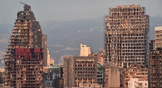 Prédios nos arredores do porto de Beirute foram destruídos