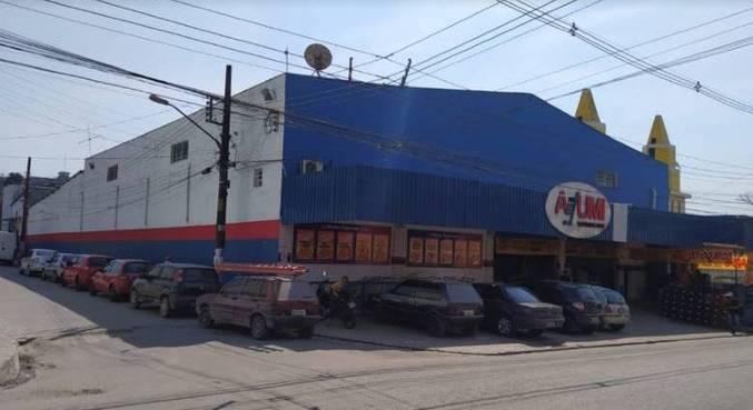 Ladrões explodem caixas-eletrônicos em supermercado na zona sul de SP