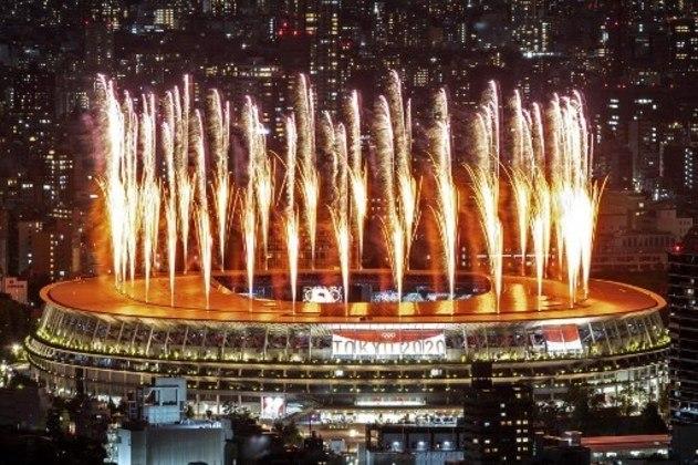 Explosão de cores e animação em Tóquio.