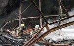 Um porta-voz do Aeroporto de Suvarnabhumi, situado próximo ao local daexplosão, afirmou que as operações continuam normalmente, apesar da espessanuvem negra causada pelo incêndio que se espalhou pelos arredores
