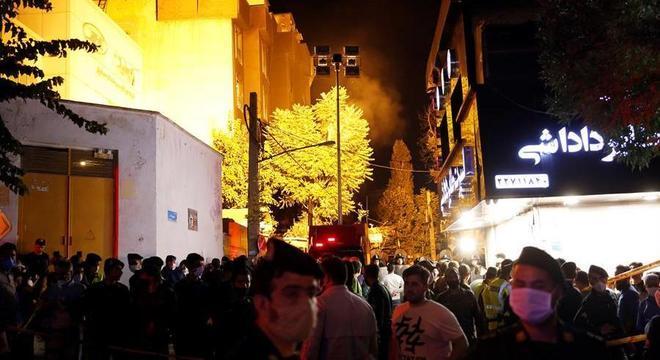 Pacientes e funcionários evacuaram hospital para fugir das chamas