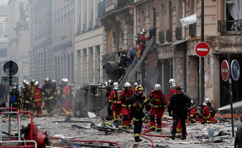 Bombeiros morrem em explosão de padaria em Paris, na França
