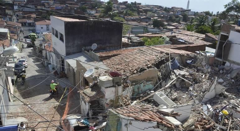 Casas ficam destruídas e 4 pessoas morrem após explosão de botijão de gás no bairro de Mãe Luiza, na zona leste de da cidade de Natal (RN), na madrugada deste domingo (7)