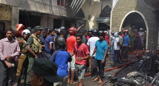 Explosões obrigaram governo a impor toque de recolher e bloqueio das redes sociais