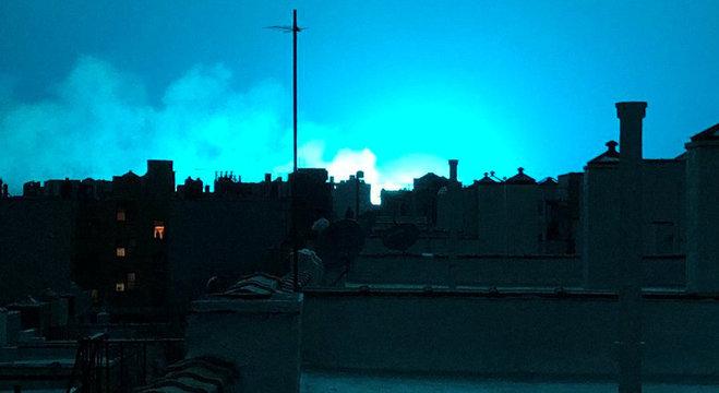 Explosão de transformadores em estação elétrica transformou céu nova-iorquino