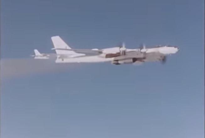 A própria tripulação do avião que transportou a bomba (um bombardeiro Tu-95) correu riscos