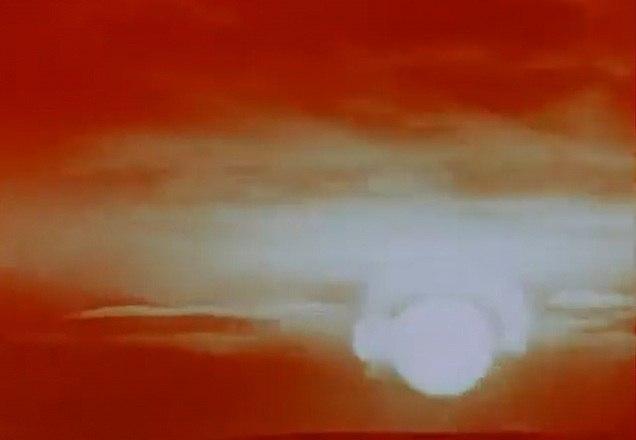 Filmar a explosão, algo fundamental para uma peça de propaganda, também foi um desafio