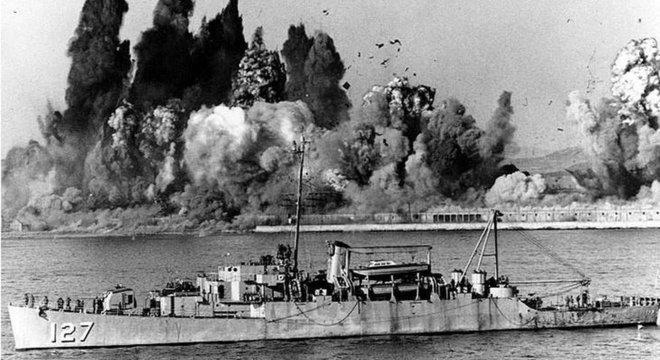 EUA explodiram o porto de Hungnam após a partida dos navios