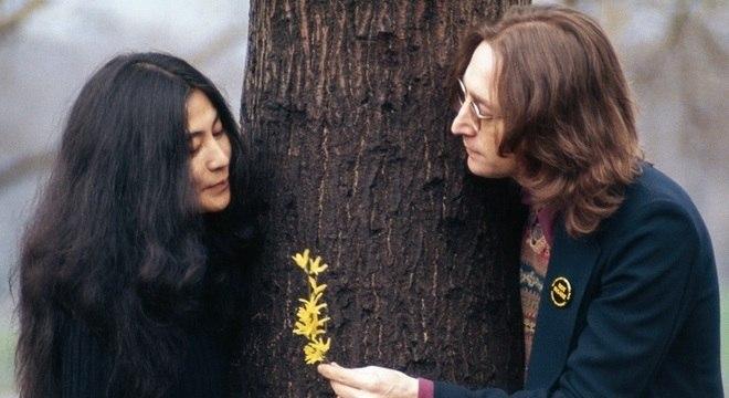 John e Yoko em sessão de fotos no Central Park, em 1973