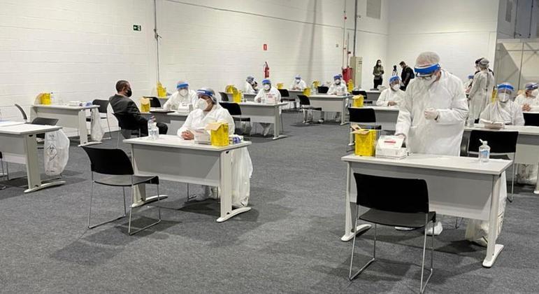 Todos os participantes do evento fazem o teste de antígeno na hora