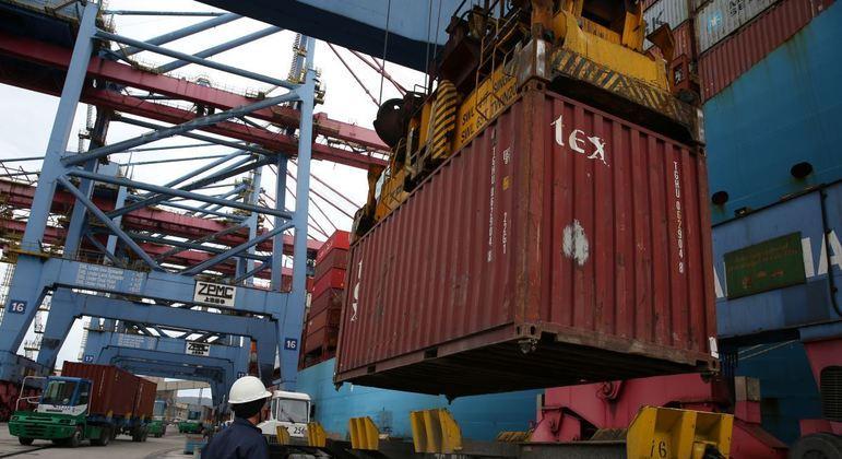 Importações da América Latina e do Caribe recuaram 20%