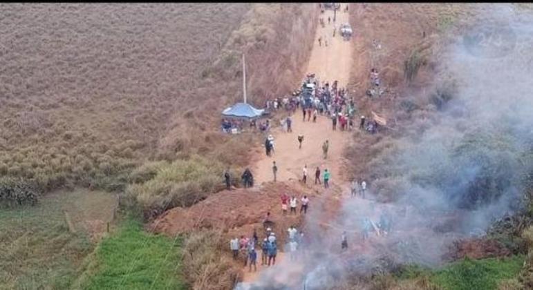 Garimpeiros abrem valas para isolar área em Cumarú, no Pará