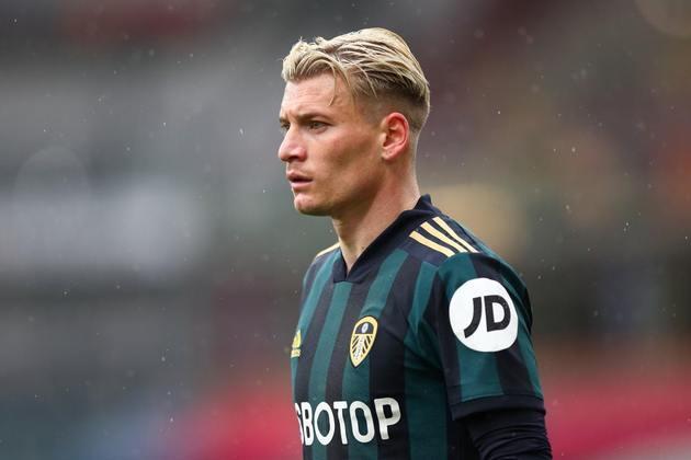 Ezgjan Alioski (lateral-esquerdo - 29 anos - macedônio) - Fim de contrato com o Leeds United - Valor de mercado: 5 milhões de euros