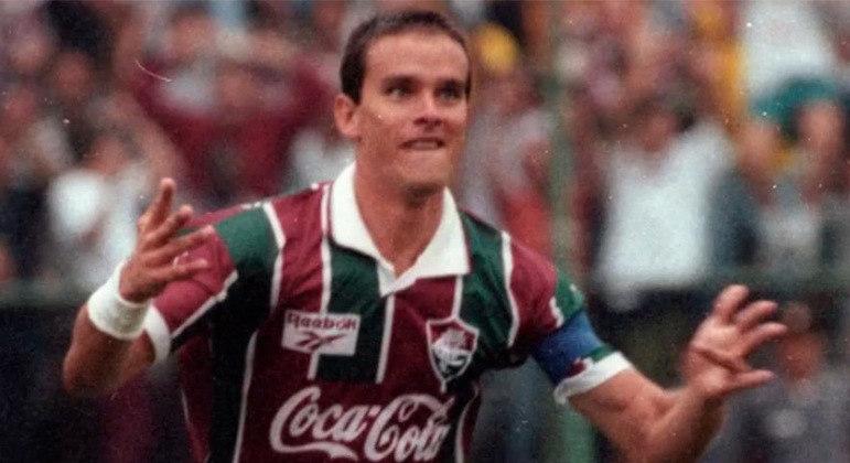 Ézio - O 'Super Ézio' jogou pelo Fluminense entre 1991 e 1995 e foi determinante para uma mudança de cenário. Era conhecido por não desistir dos gols e conquistou a Taça Guanabara em 1991 e 1993, além do Carioca de 1995.