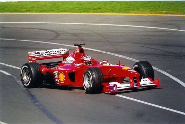 F1-2000: o carro que abriu uma das maiores eras de domínio na categoria. Naquele ano, Michael Schumacher se tornava campeão pela Ferrari