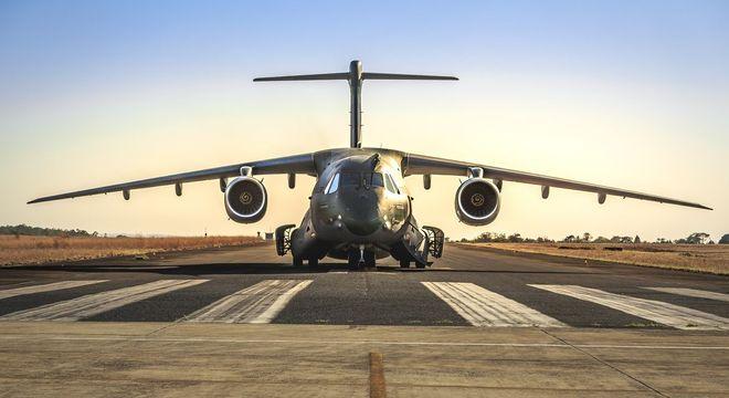 Força Aérea vem auxiliando na distribuição de equipamentos de saúde