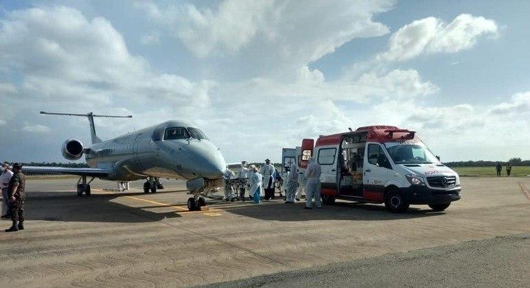 FAB atuou na transferência de 11 pacientes de Manaus (AM) para São Luís (MA)