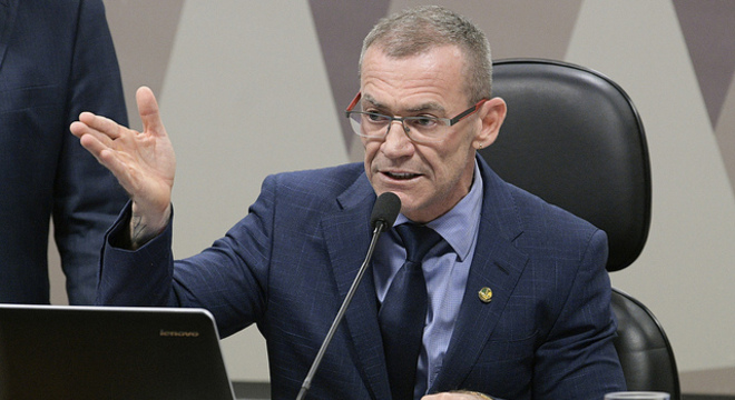 Na imagem, o senador Fabiano Contarato (Rede-ES)