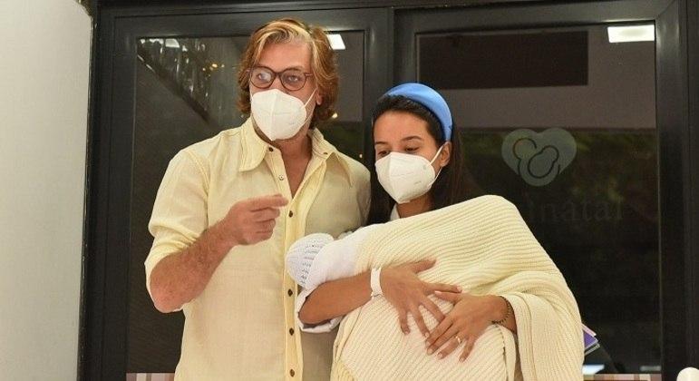 Primeira filha do casal nascceu na noite de quarta-feira (28), no Rio de Janeiro
