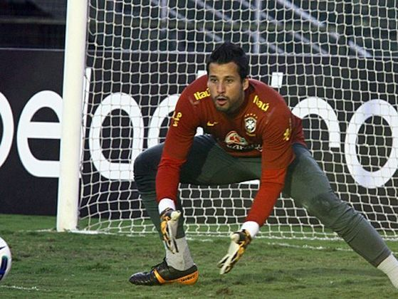 FÁBIO - Atualmente titular e ídolo do Cruzeiro, o goleiro estava no Vasco quando foi convocado. É o dono da faixa de capitão e titular absoluto da Raposa na temporada