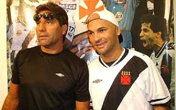 Fábio Baiano - Vasco (2006) Cria da base do Flamengo, Fábio Baiano chegou no Vasco em 2006 por um pedido do técnico da época Renato Gaúcho. O jogador teve o contrato rescindo após sofrer muito pressão da torcida vascaína, que não aceitava a chegada do jogador identificado com o maior rival
