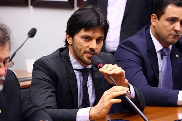 Fábio Faria, ministro das Comunicações, estimulou o sogro a investir no futebol