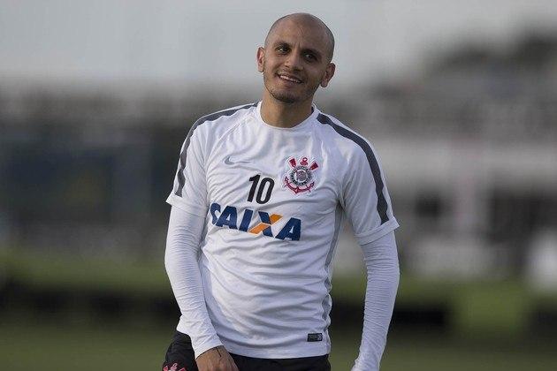 Fábio Santos - O lateral-esquerdo deixou o Corinthians em 2015 para jogar no futebol mexicano. Retornou ao futebol brasileiro e está no Atlético-MG.