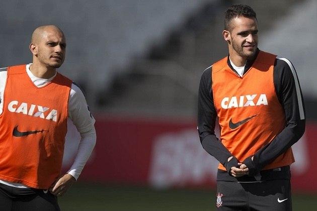Fábio Santos - Renato Augusto foi companheiro do lateral-esquerdo entre 2013 e 2015 no Corinthians.